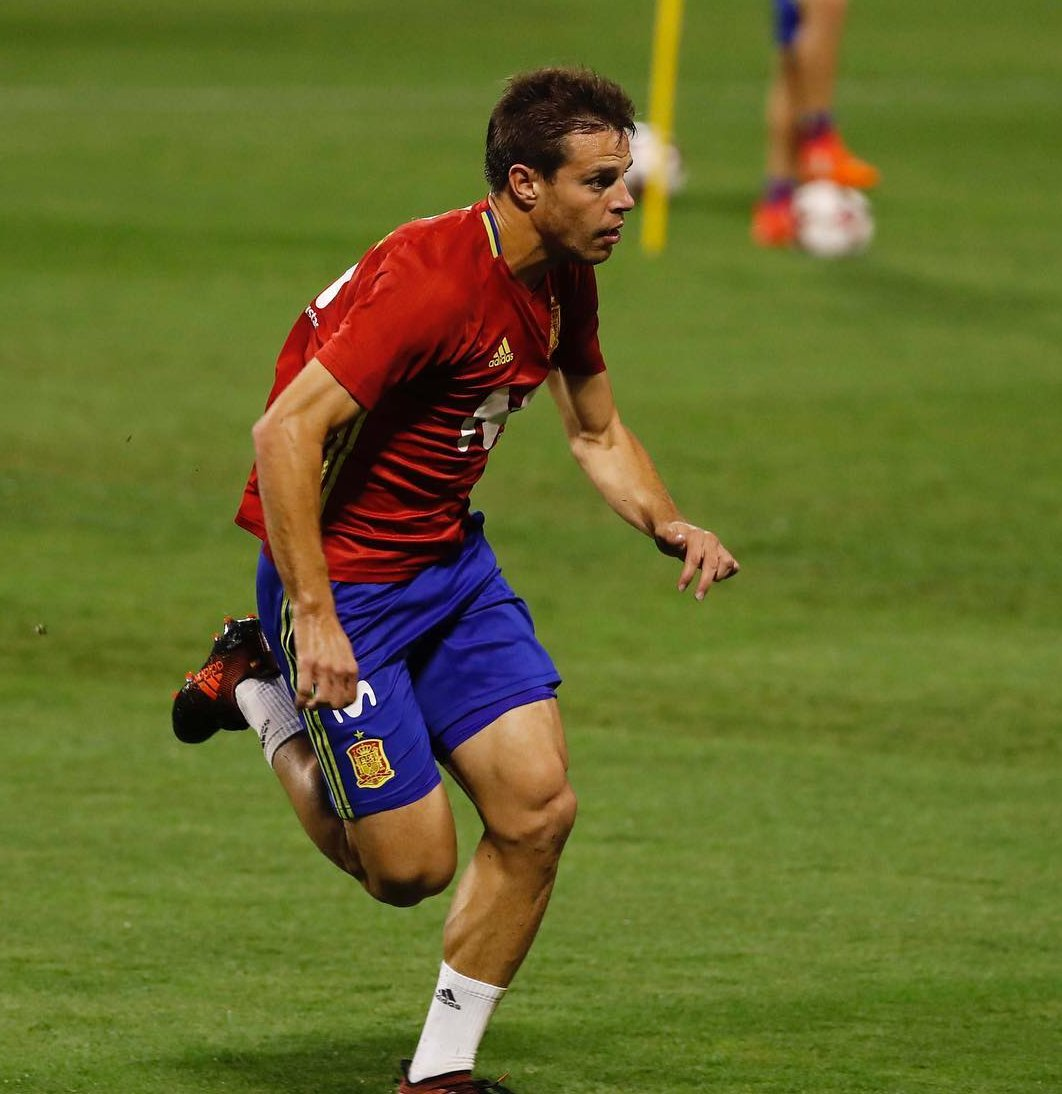 Cesar Azpilicueta in training with the Spain national team