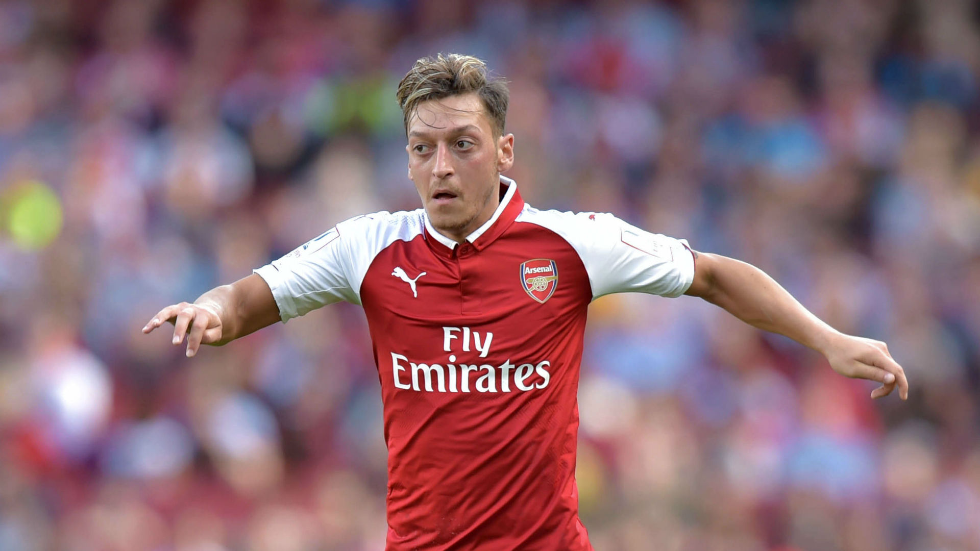 Mesut Ozil considering Arsenal exit with Barca and Man United
