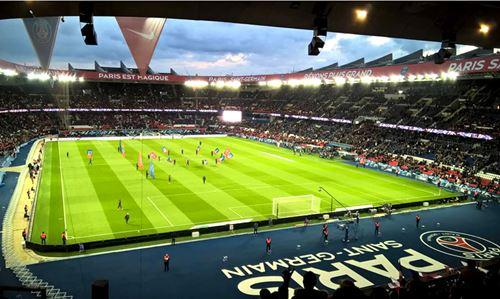 Le PSG calme la polémique du naming du Parc des princes, ne l'envisageant pas avant 2024